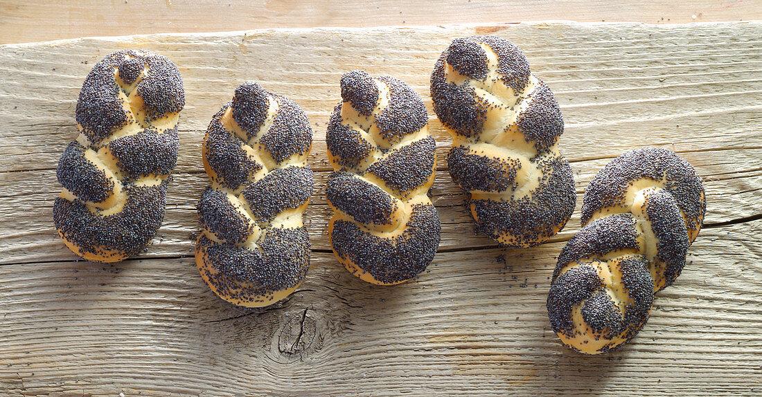 Braided poppy seed rolls, Austria