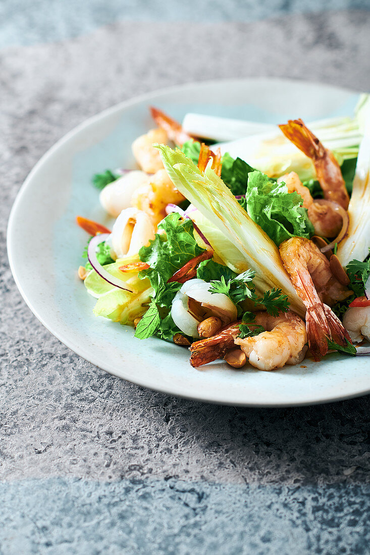Salad with fried prawns, lychees and peanuts