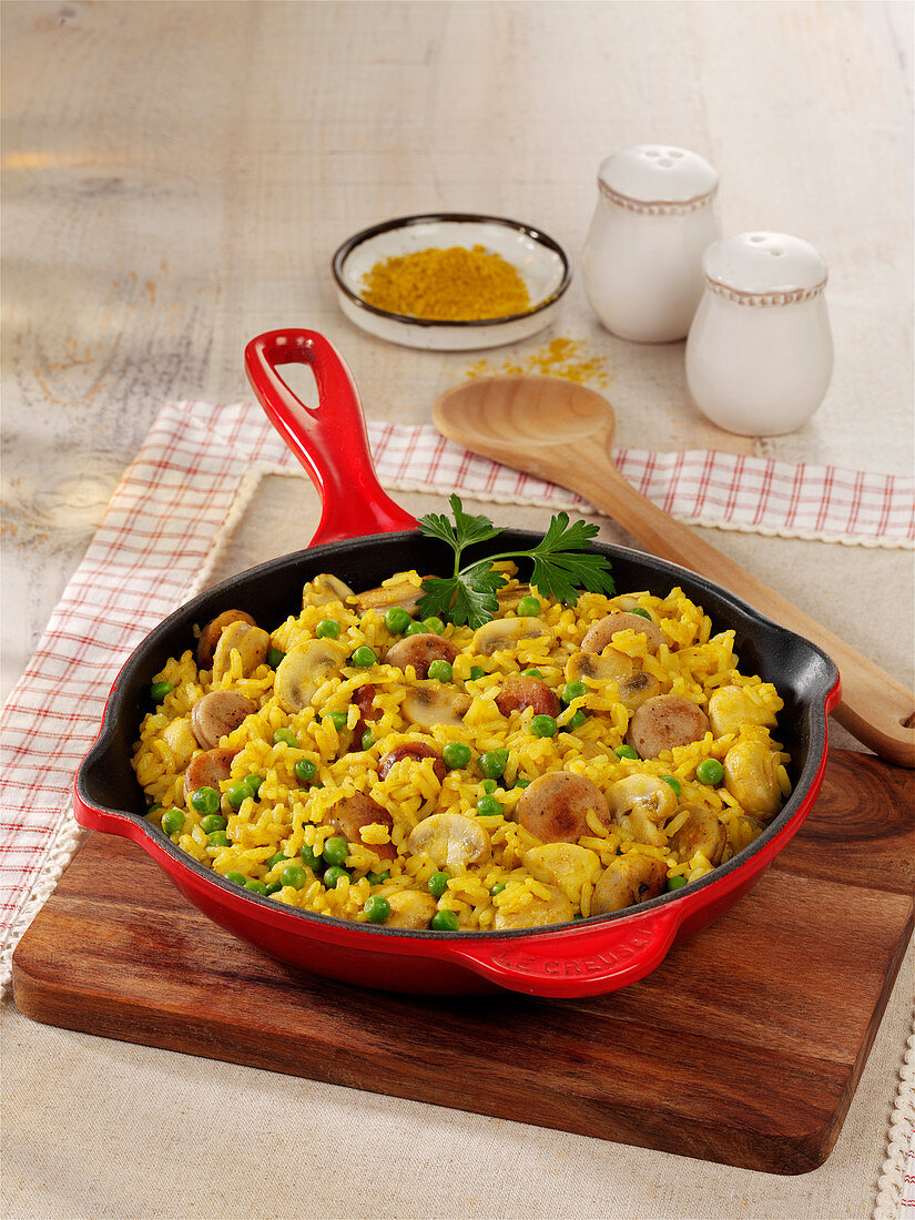 Curry-Wurst-Reis mit Erbsen