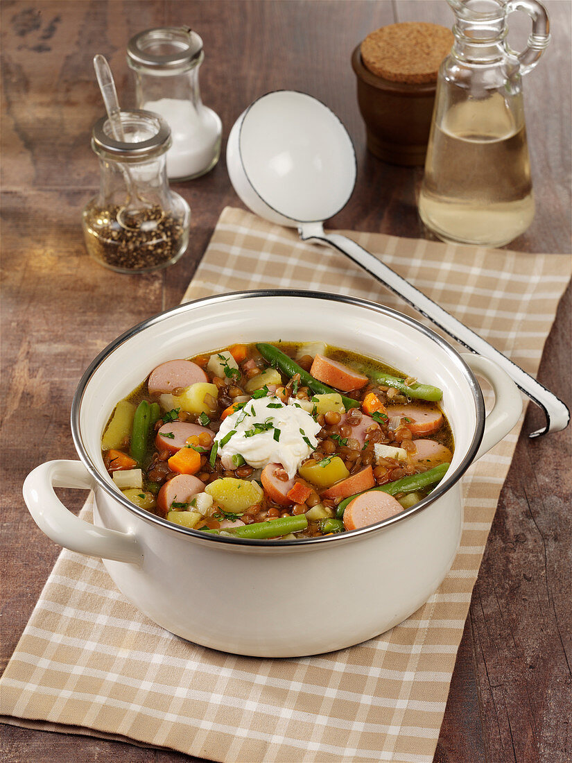 Hearty lentil pot with Vienna sausages