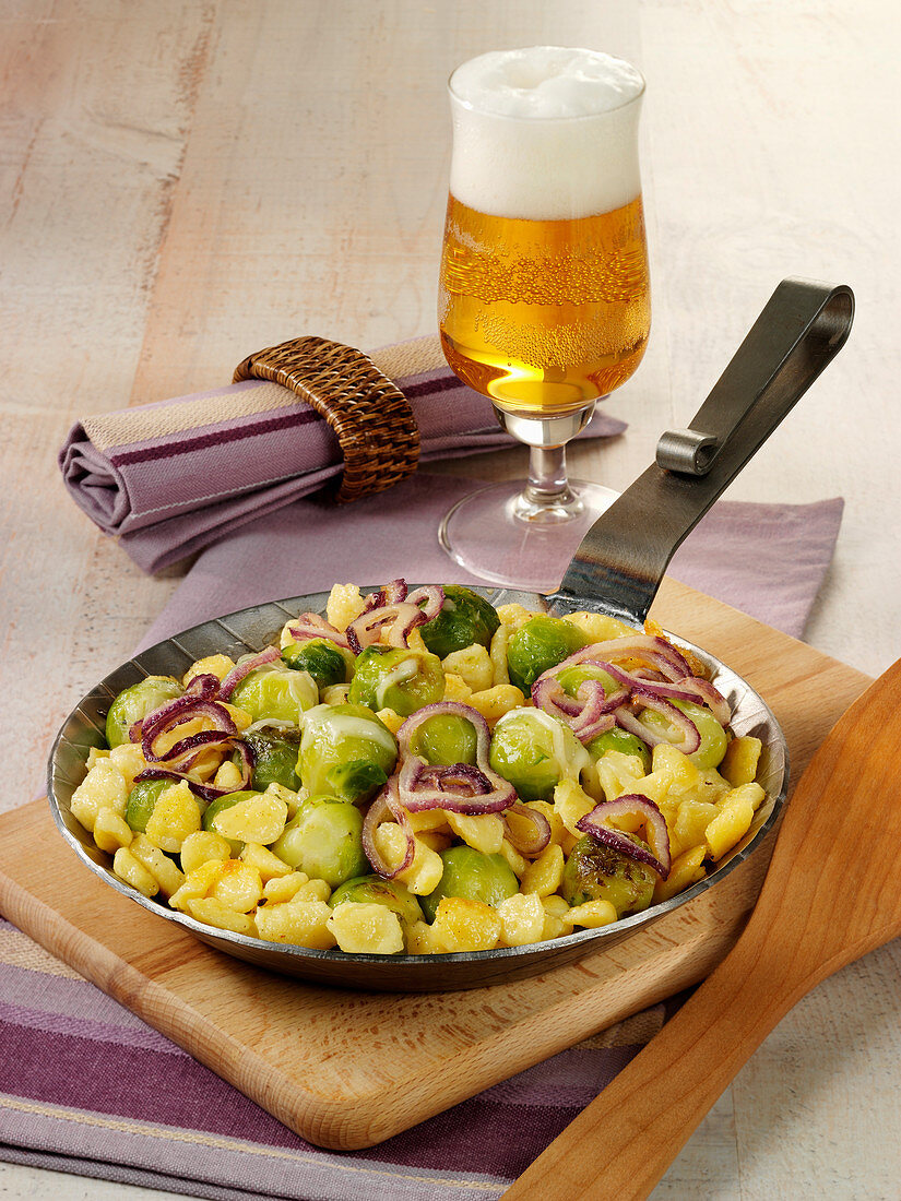 Brussels sprouts and Knöpfle pan with Emmentaler