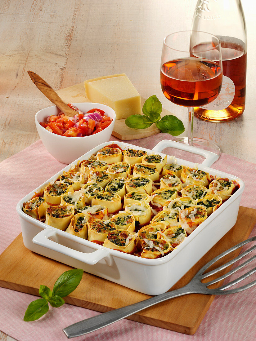 Standing cannelloni with spinach, tomatoes and ricotta