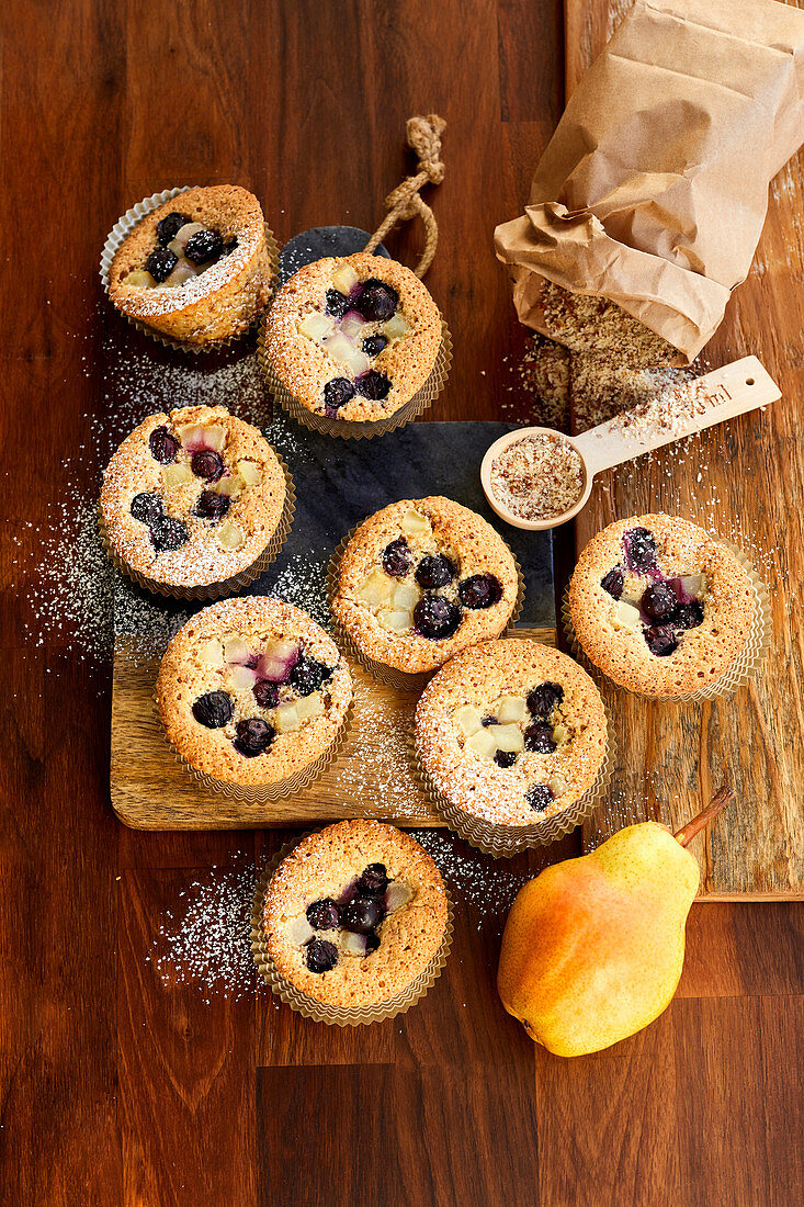 Mandel-Muffins 'Financier' mit Heidelbeeren
