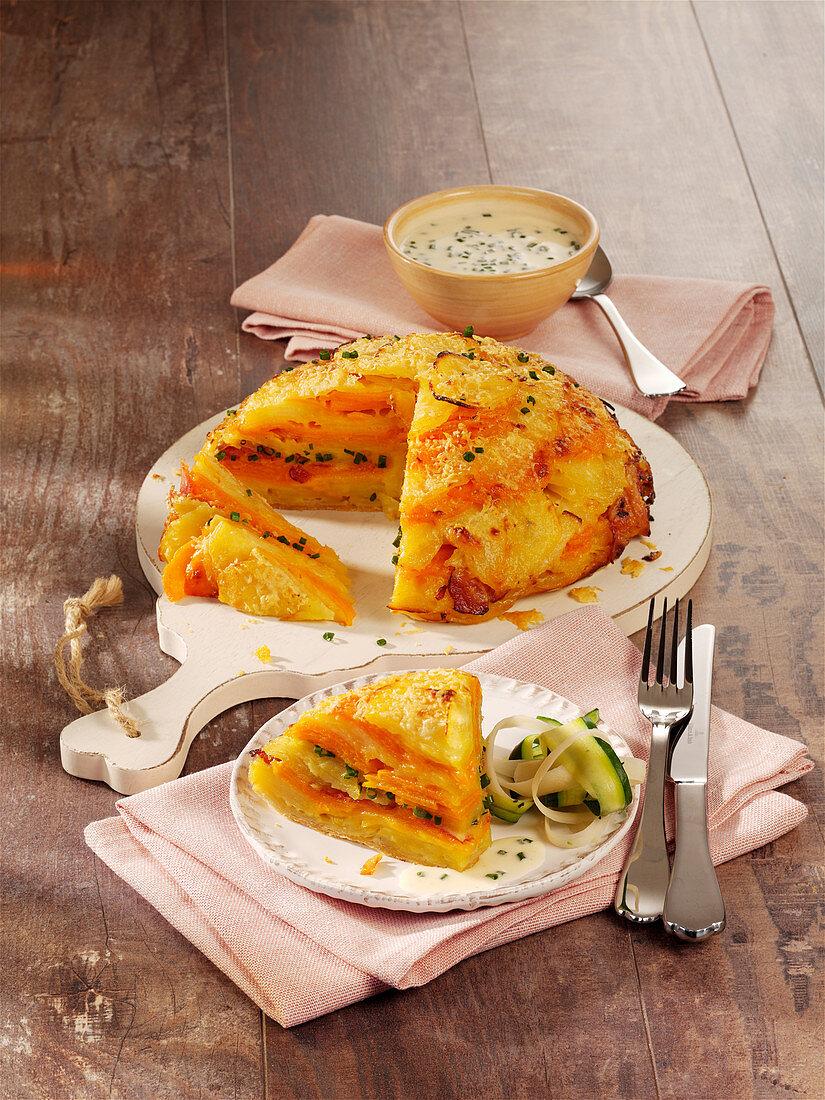 Kartoffelkuchen mit Käse und Speck