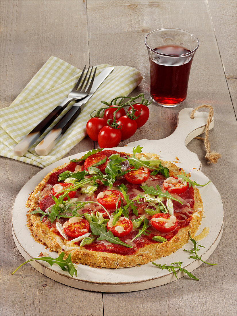 Wölkchen flatbread with salami, rocket and cherry tomatoes
