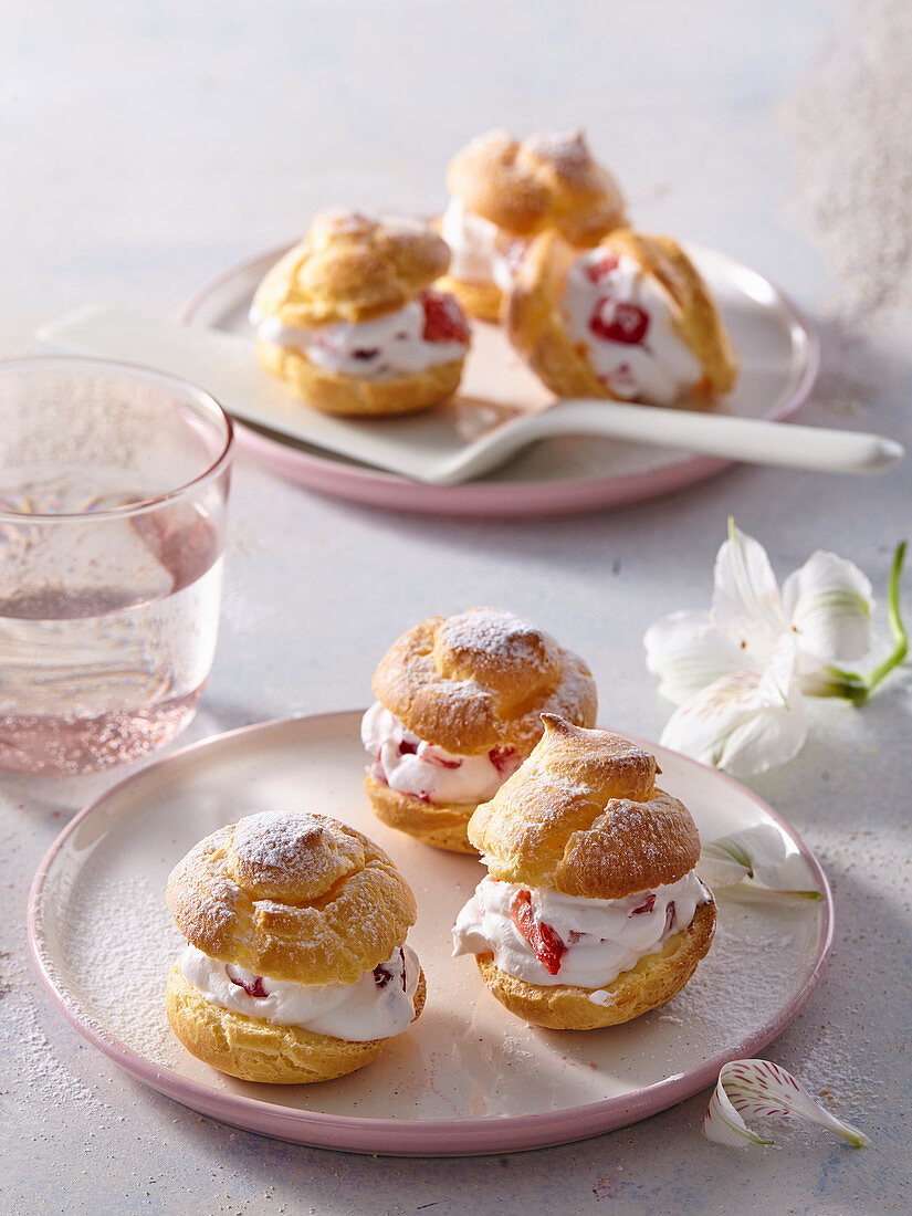 Profiteroles with cream cheese and strawberries