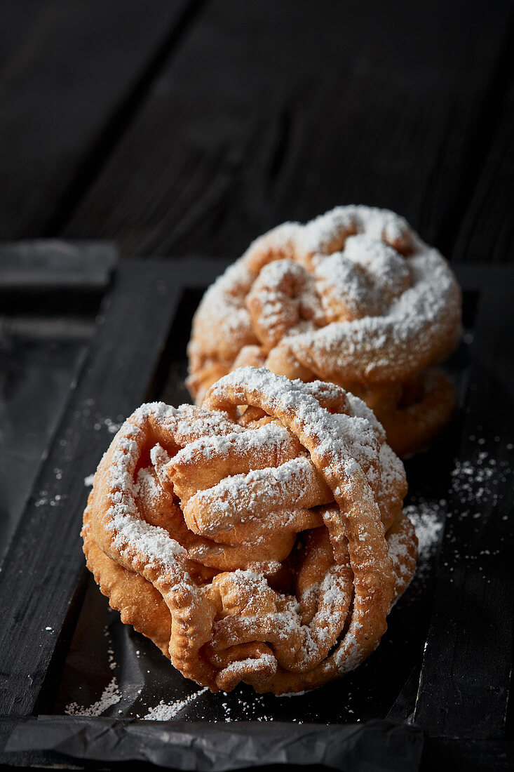 Franconian snowballs with powdered sugar