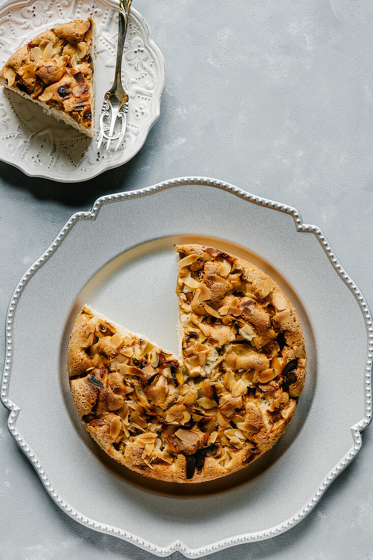 Apple cake with almonds and cinnamon