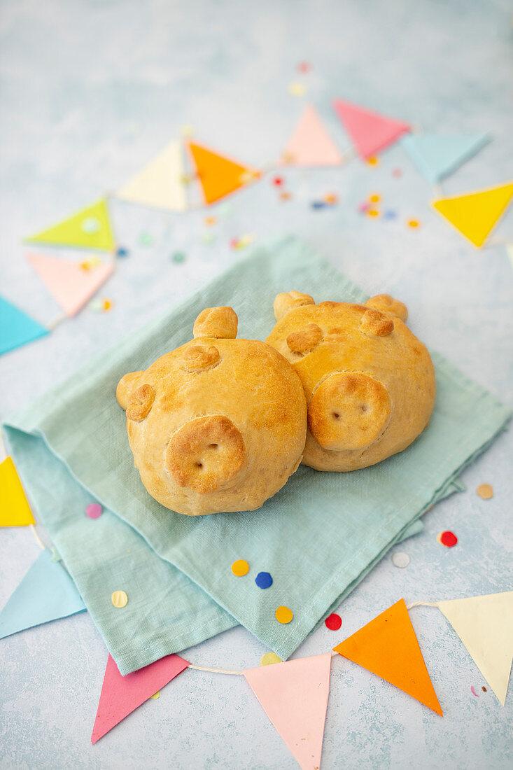 Vegan party pig rolls