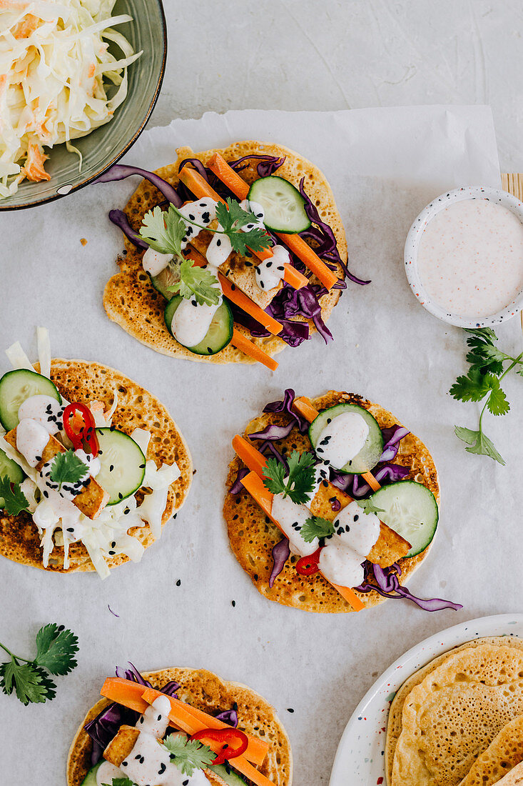 Chickpea tacos with vegetable and yoghurt