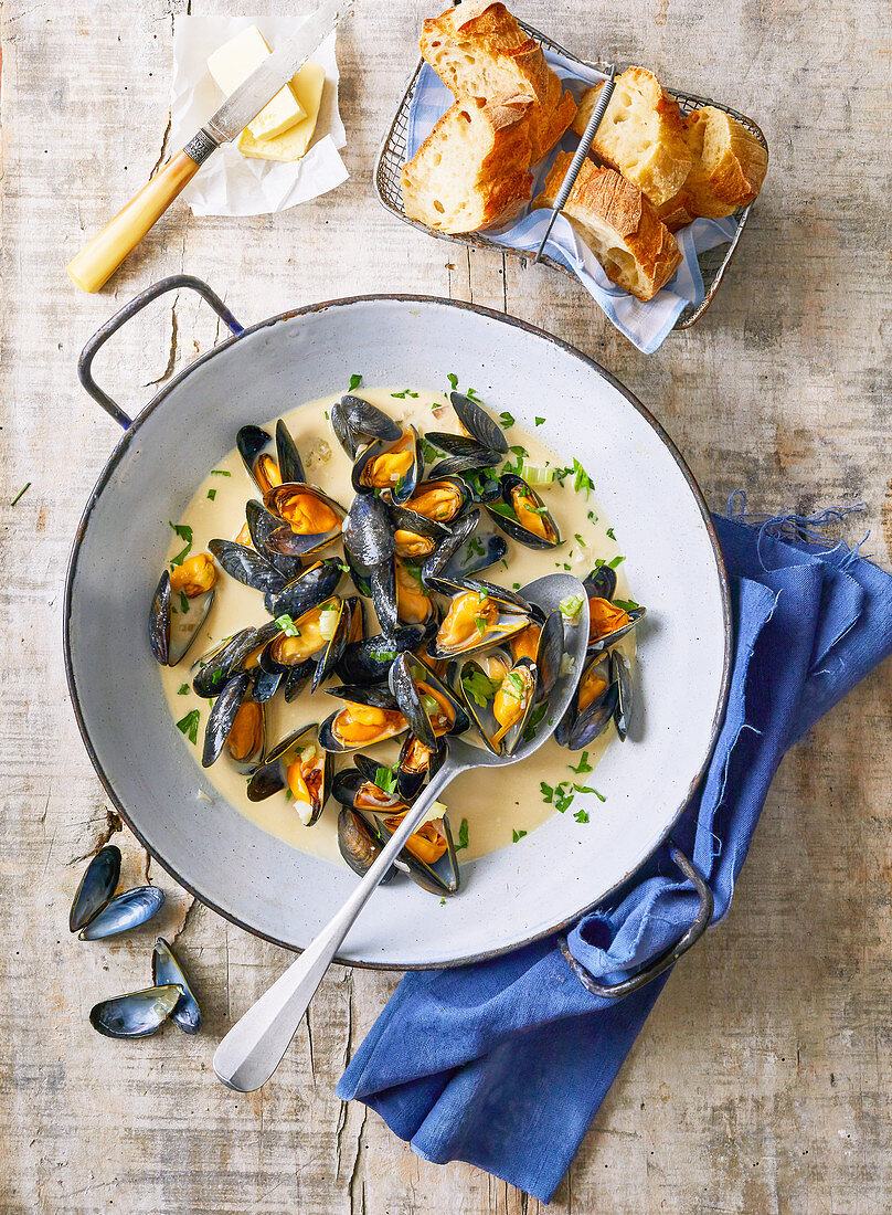 Mussels with beer and creme fraiche