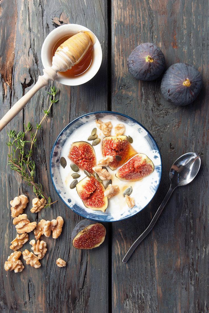 Fresh Greek yoghurt with figs and honey