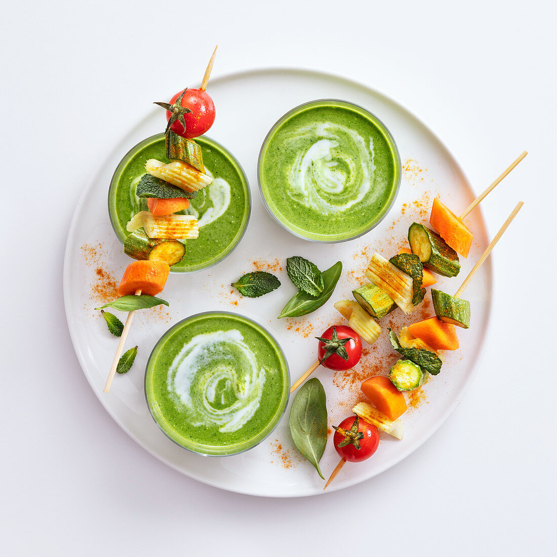 Spinach gazpacho with raw vegetables kebabs