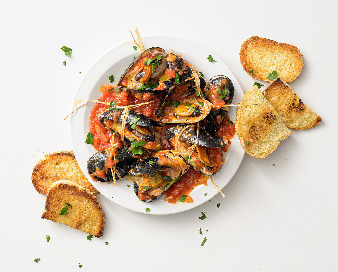 Stuffed mussels in tomato sauce