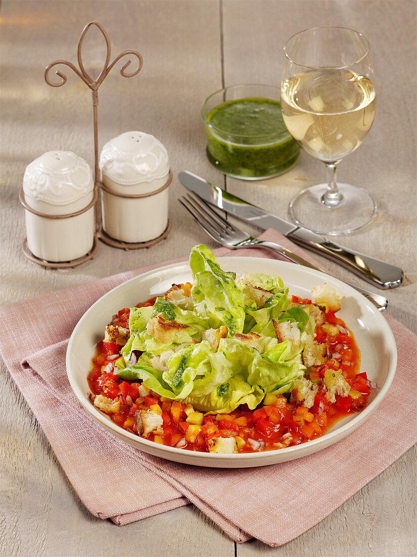 Kopfsalat mit Gazpacho-Dressing