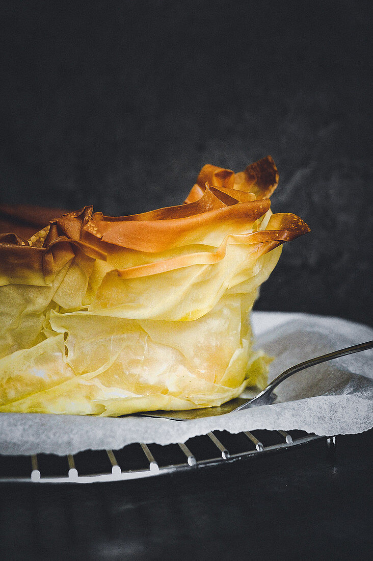 Panna cotta tart in filo pastry with wild fruit cream liqueur