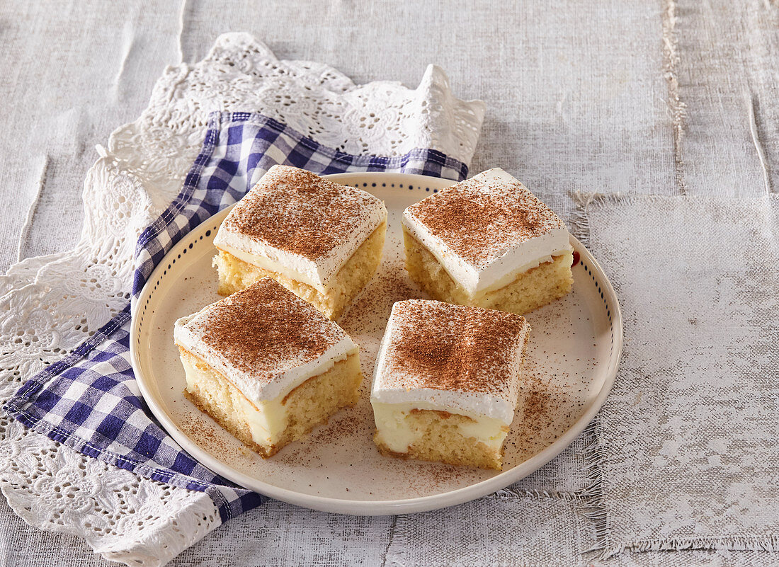 Vanilla slices with cinnamon