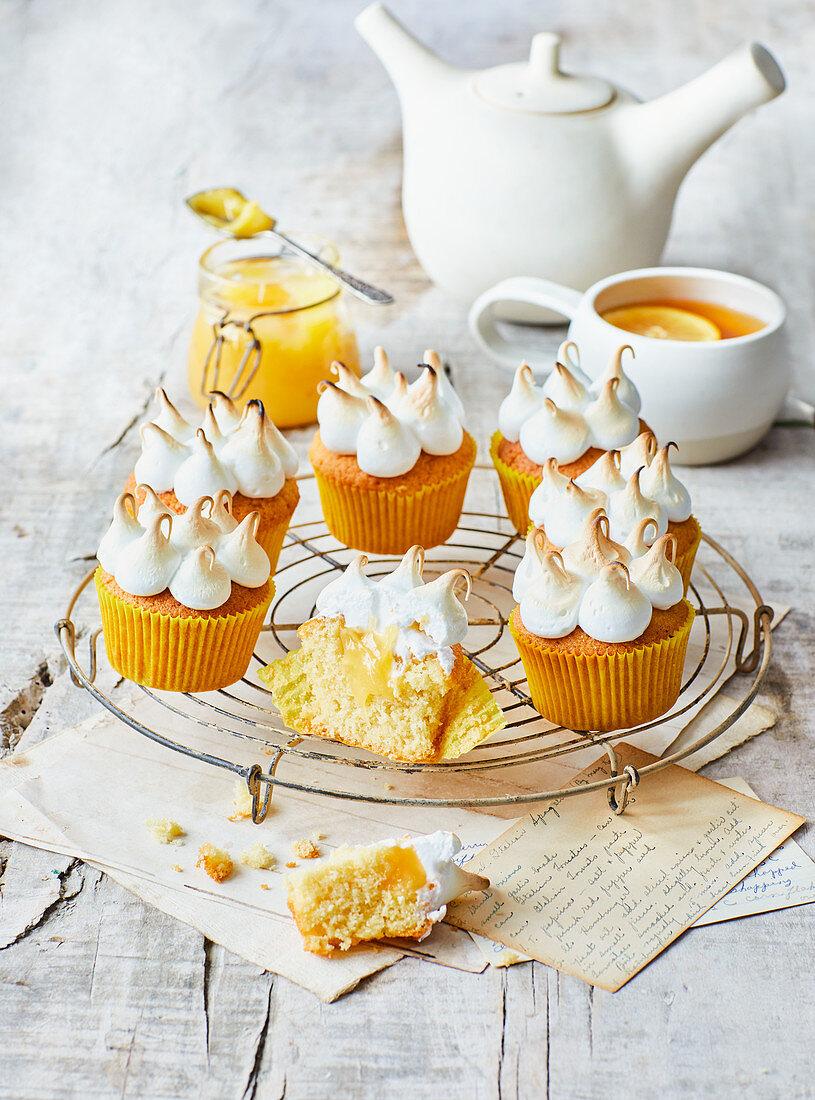 Lemon meringue cakes