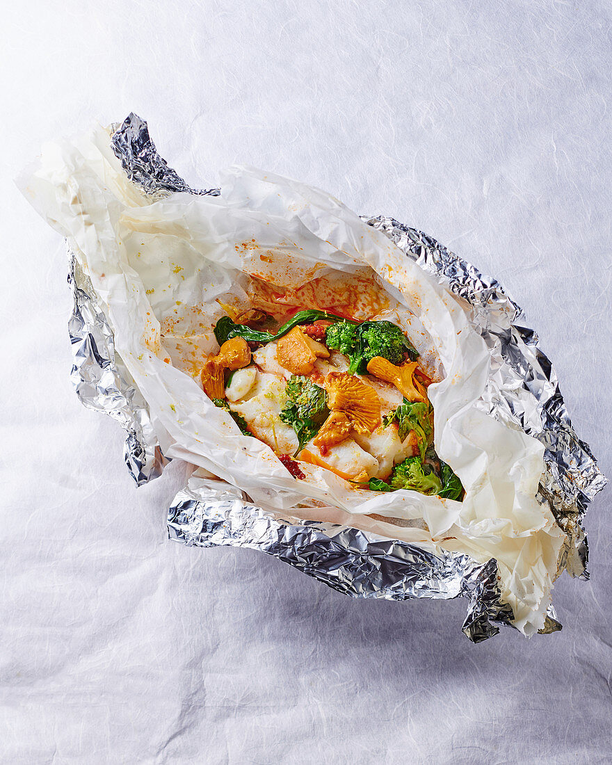 Cod with vegetables in parchment paper