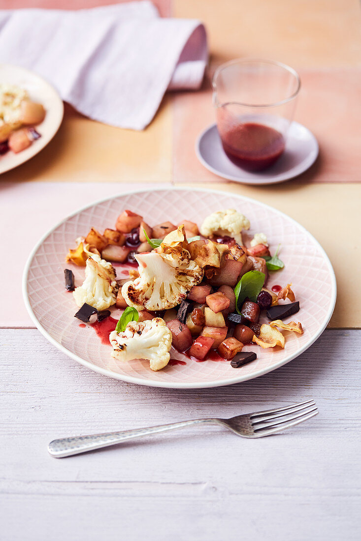 Kohlrabi medley with cherry jam, cauliflower florets and parsnip chips