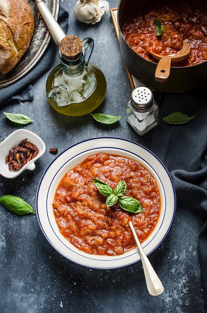 Tuscan bread and tomato soup (Pappa al pomodoro)