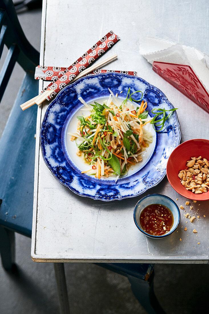 Green papaya salad with peanuts, chillis and garlic (Vietnam)