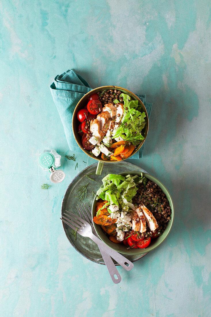 Lukewarm savoy lentil bowl with chicken breast