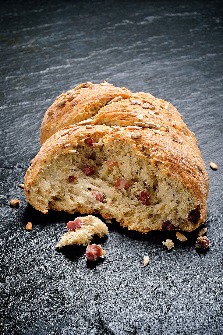Pomace bread with bacon