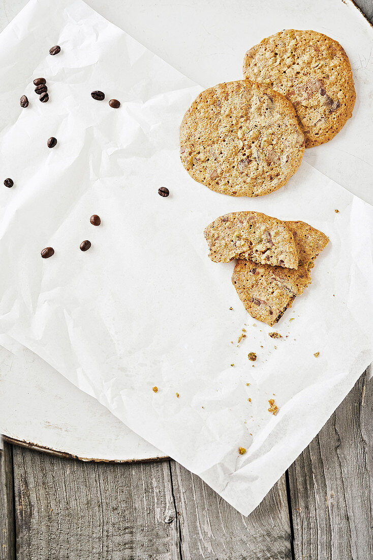 Espresso cookies with pistachios