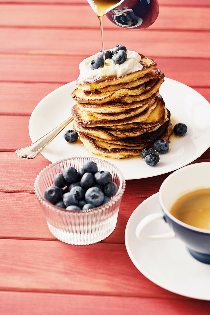 Spelt pancakes with cream cheese and blueberries