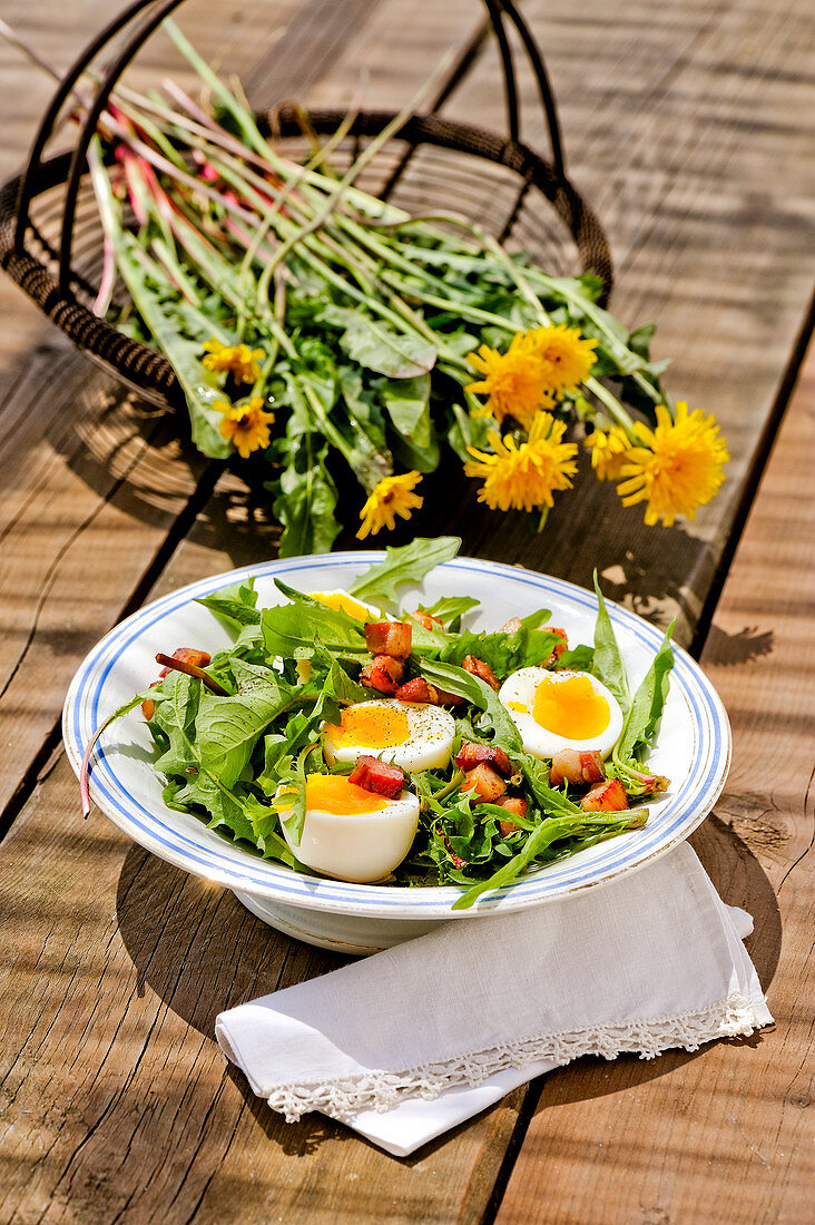 Spring salad with egg and bacon