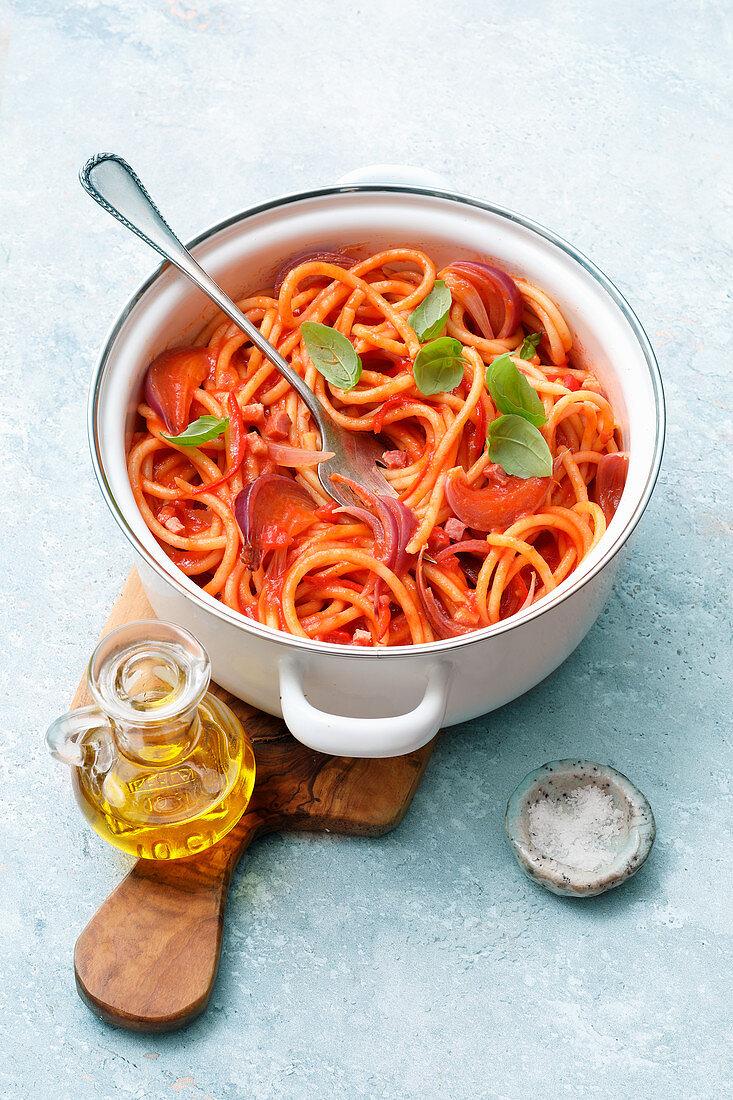 Spaghetti in Speck-Tomaten-Sauce (One Pot Pasta)