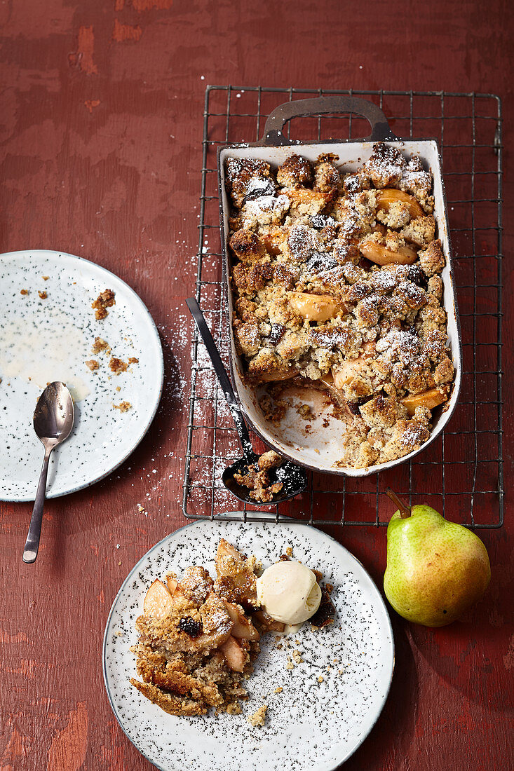 Date and pear crumble