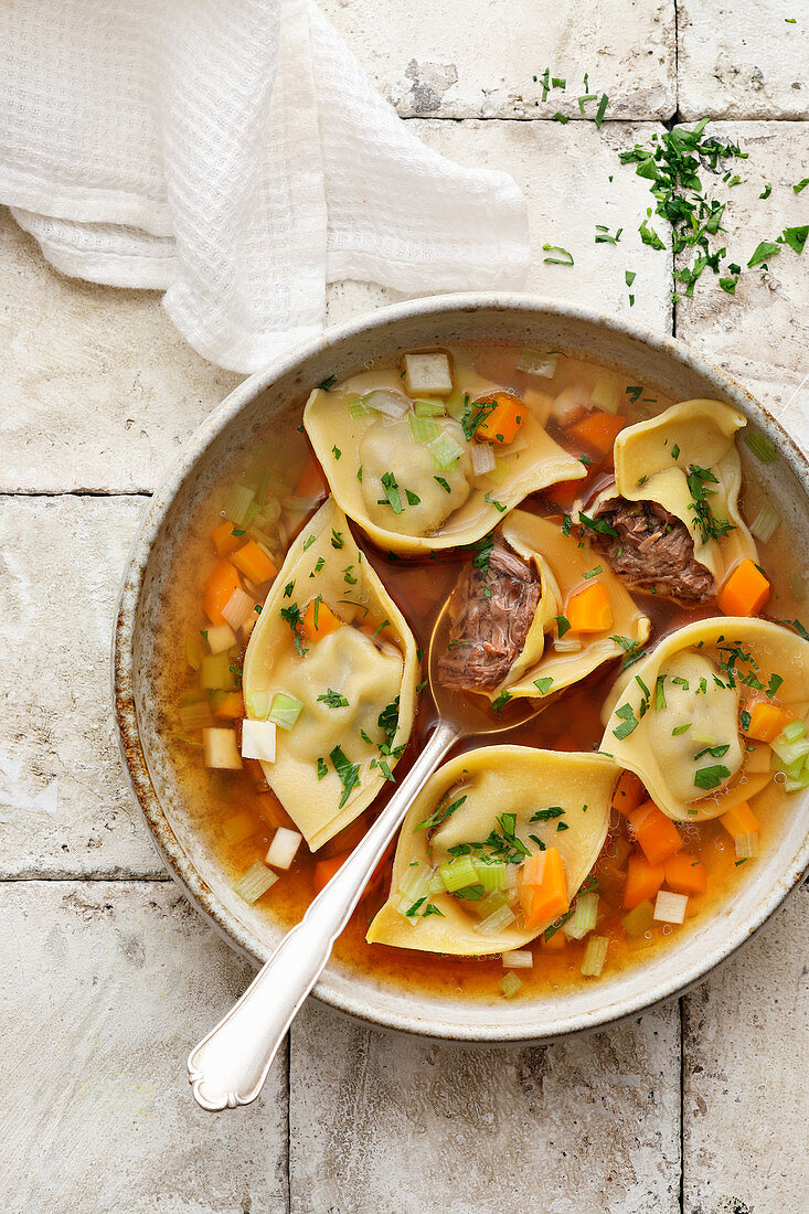 Oxtail soup with homemade tortelloni