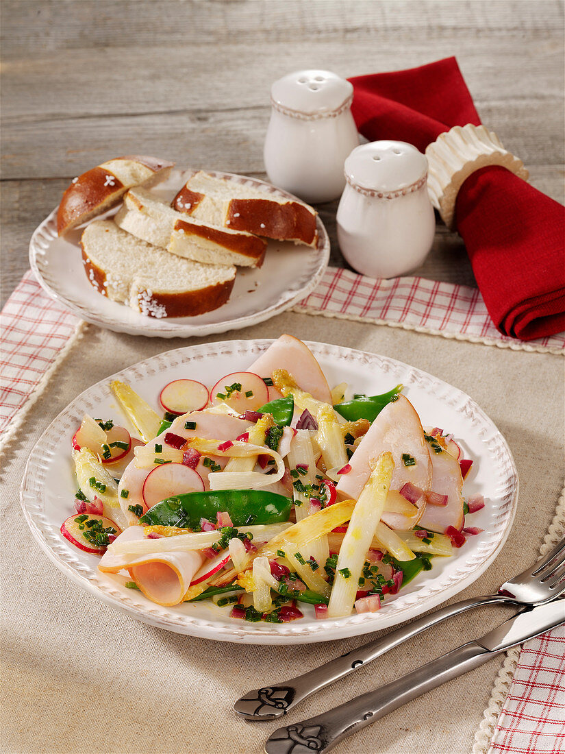White-violet asparagus salad with smoked ham and radishes