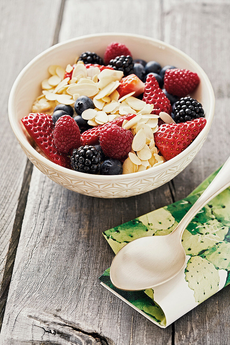 Californian porridge with fresh berries and flaked almonds