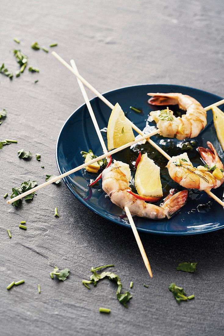 Marinated, fried king prawns on skewers