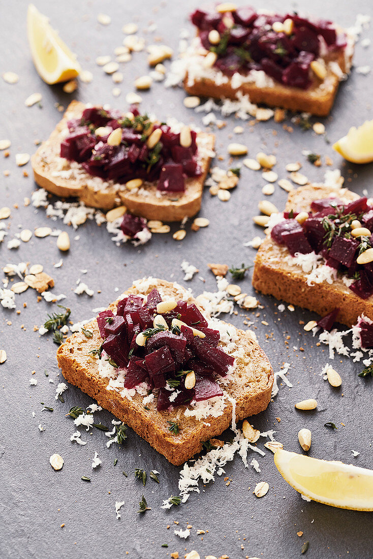 Beetroot sandwiches with horseradish and pine nuts