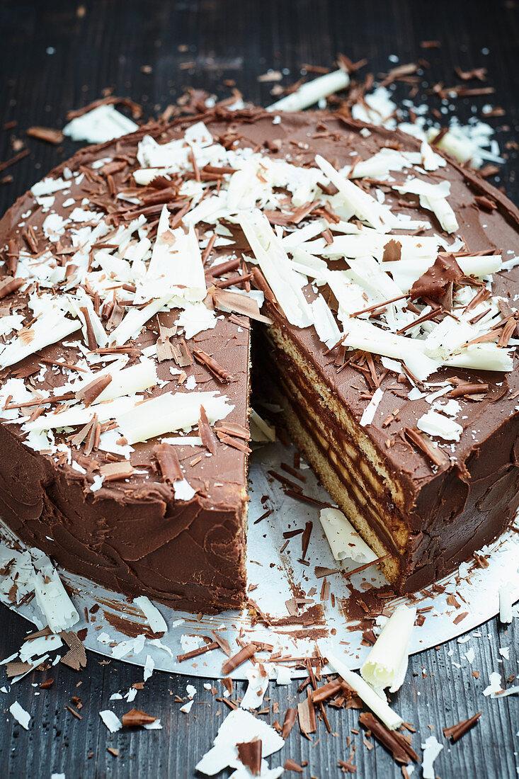 Banana cake with white chocolate shavings (vegan)