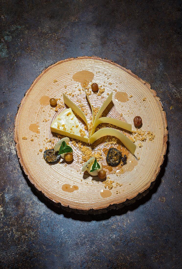 Beaufort and Petit Livarot with raisins and walnuts