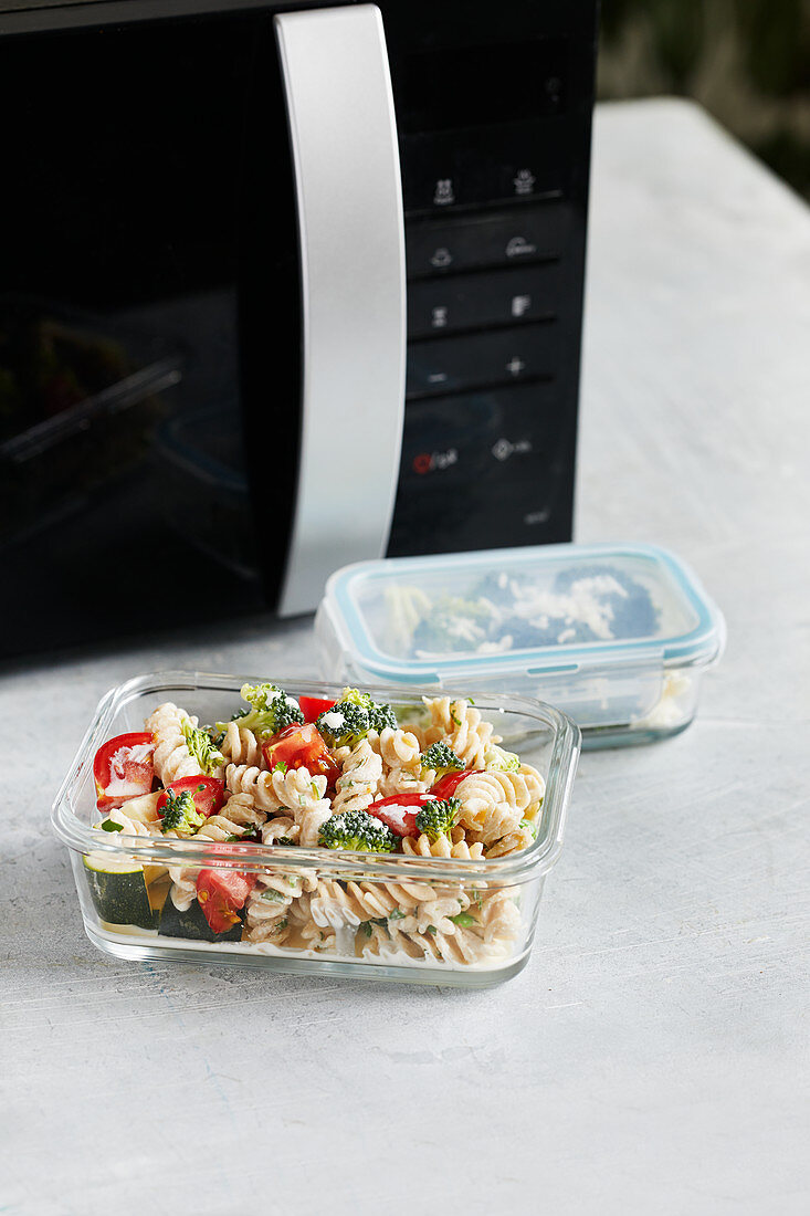 One-pot pasta to be defrosted in the microwave
