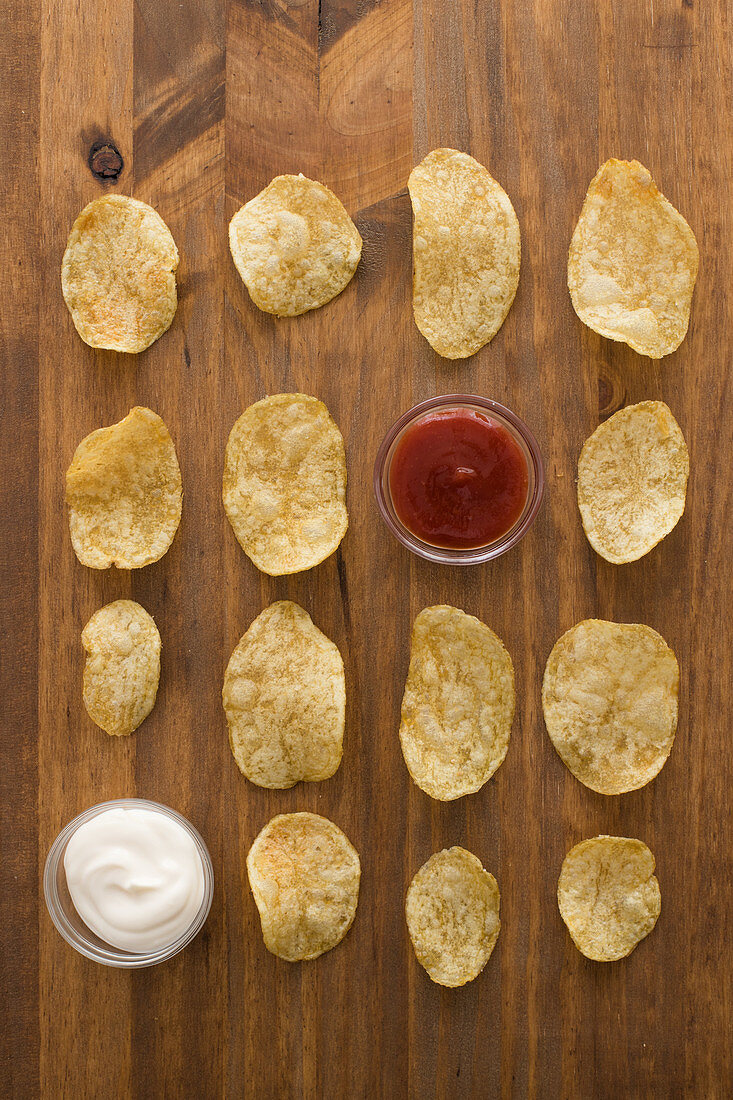 Crispy potato chips strung with ketchup and sour cream