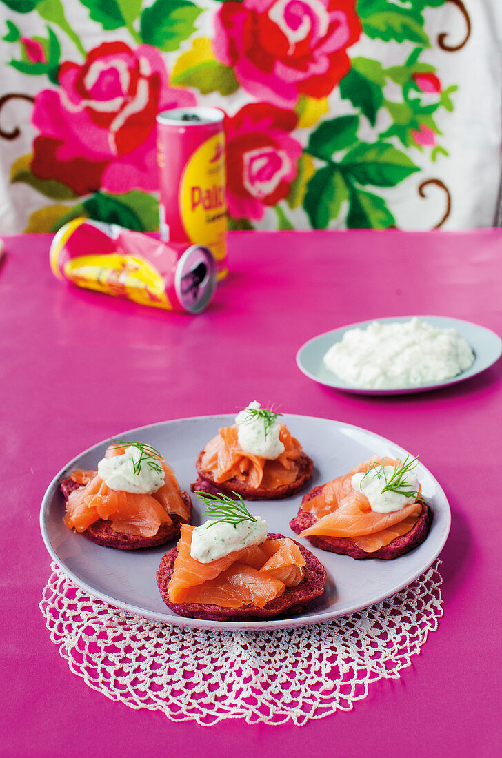 Graved lax on beetroot fritters with mozzarella cream