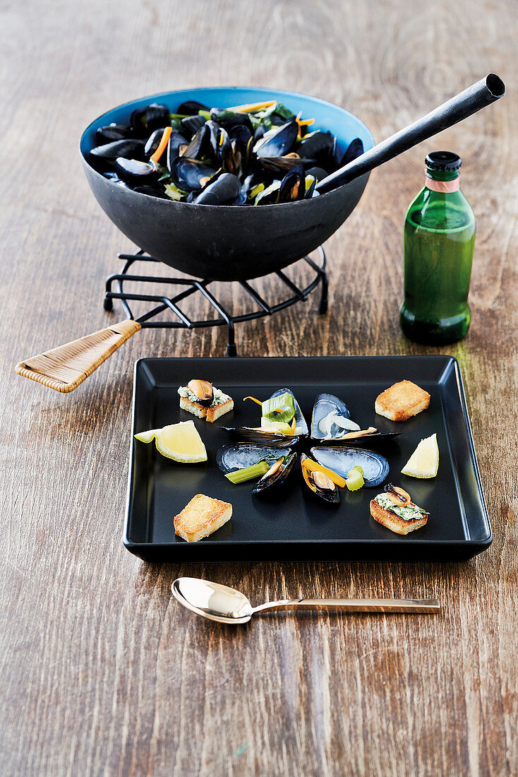 Rhenish-style mussels with beer brew