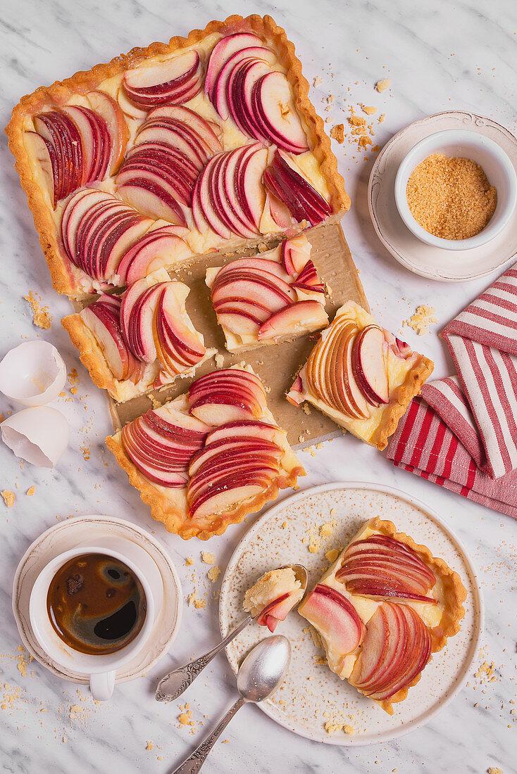 Apple pie with vanilla pudding