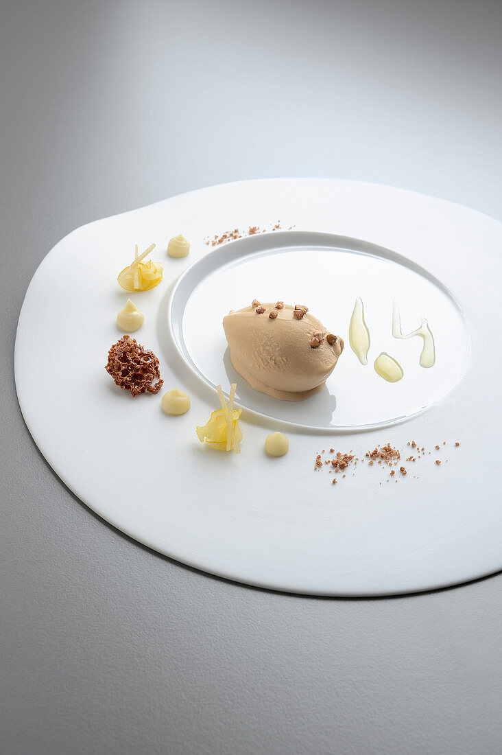 Sugar beet ice cream with Japanese quince and aerated chocolate