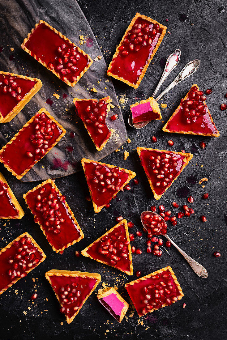 Tartlets with pink pomegranate jelly and pomegarnate seeds