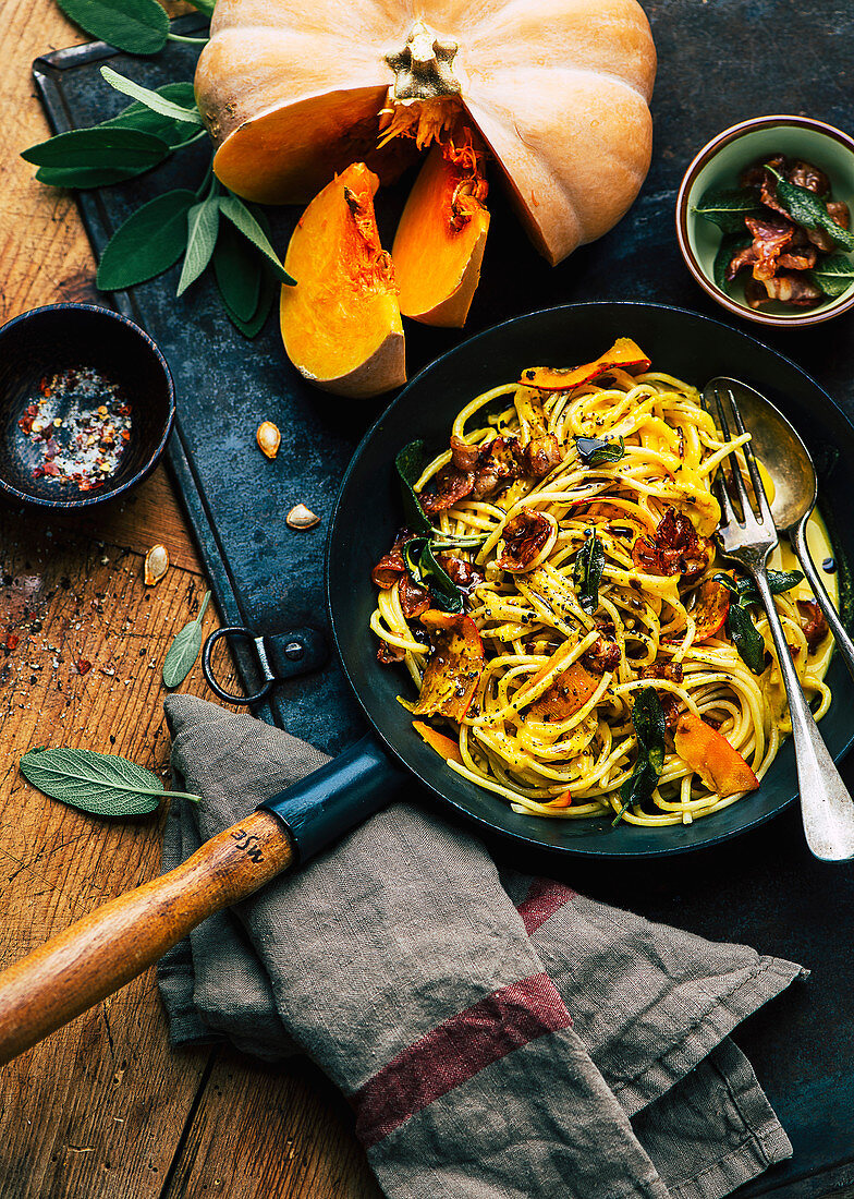 Spaghetti with pumpkin sauce