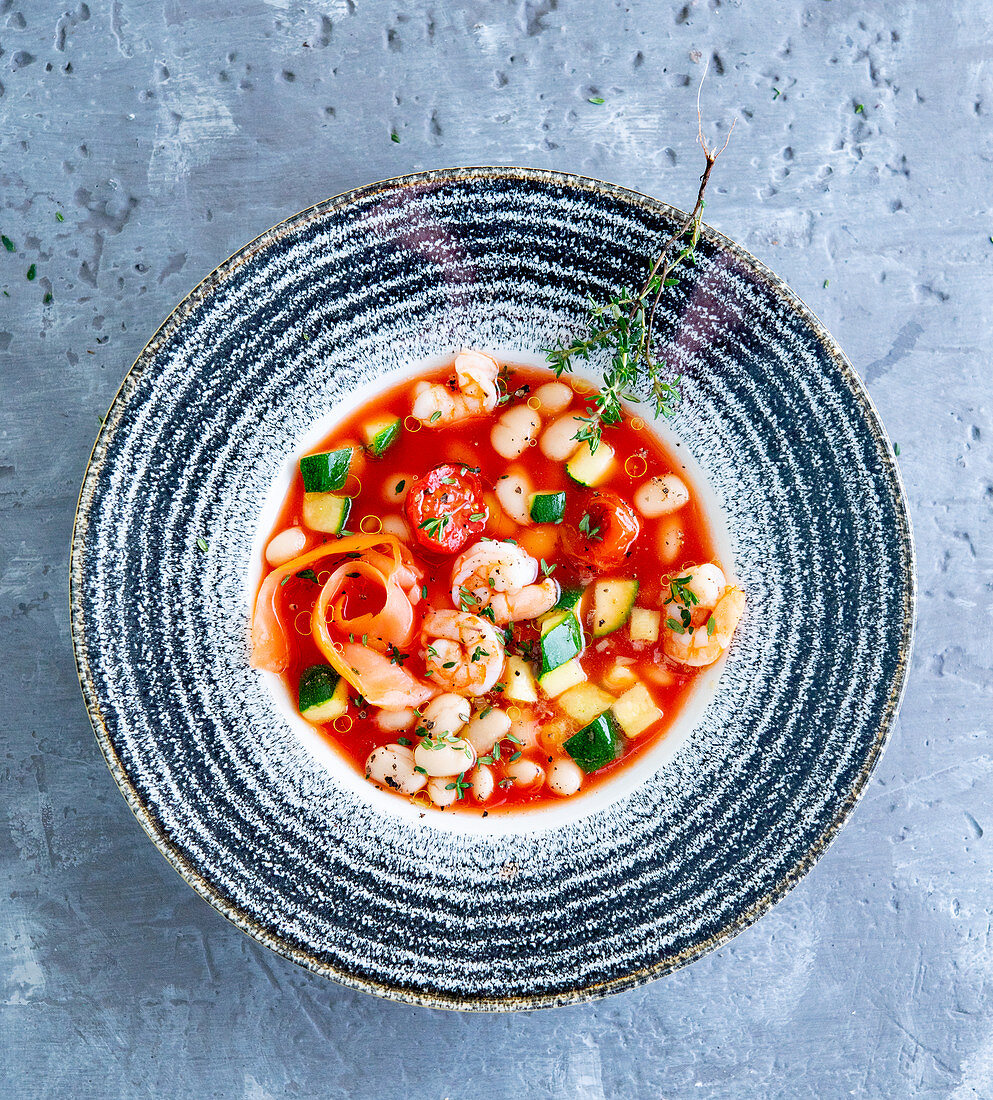 Tomato soup with prawns and vegetables