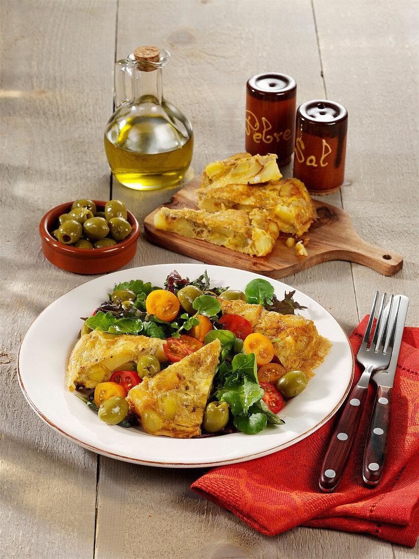 After-work tortilla salad with olives